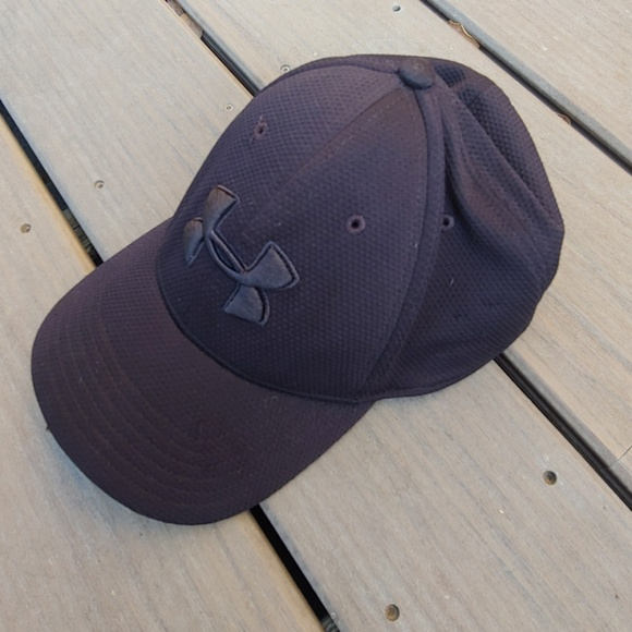 897d9135ddf Solid black Under Armour hat. M 5ba58366c617776b083e4f86. Other Accessories  ...